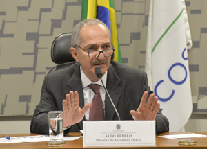 Aldo Rebelo apresenta plano de política de defesa no Senado