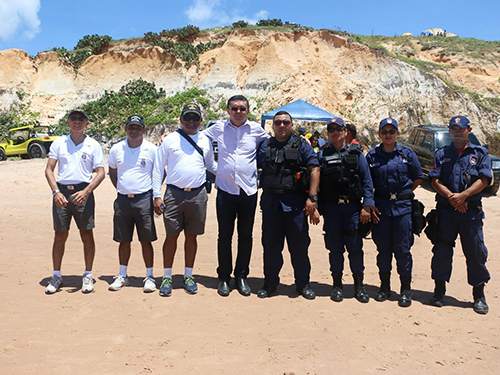 Equipe de inspeção naval da AgAracati, prefeito e agente da Guarda Municipal