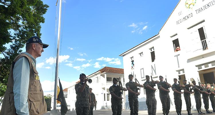 Aldo Rebelo visita Regimento Tiradentes
