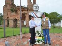 Ministros depositam coroa de flores em homenagem aos mortos dos dois países na Guerra do Paraguai, no sítio histórico de Humaitá
