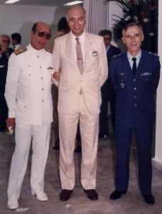 Vice Alte Mauro Ângelo Maia, Subcomandante, jornalista Coelho e o Ten-Brig-Ar Sergio Xavier Ferolla, Comandante da ESG, que foi substituido posteriormente pelo Tente Brigadeiro-do-Ar Masao Kawanami