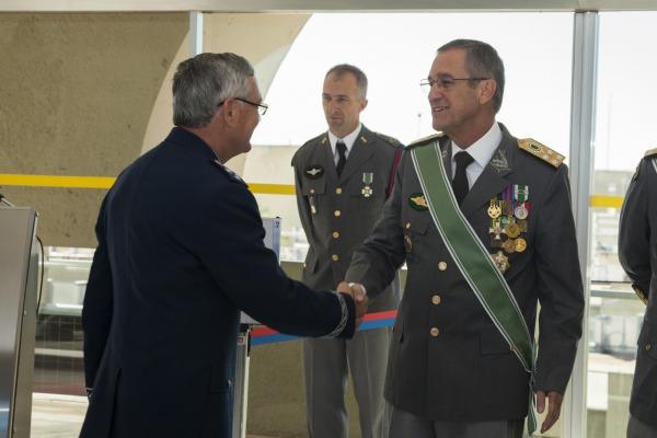 Tenente-Brigadeiro Rossato presta homenagem ao Exército Brasileiro