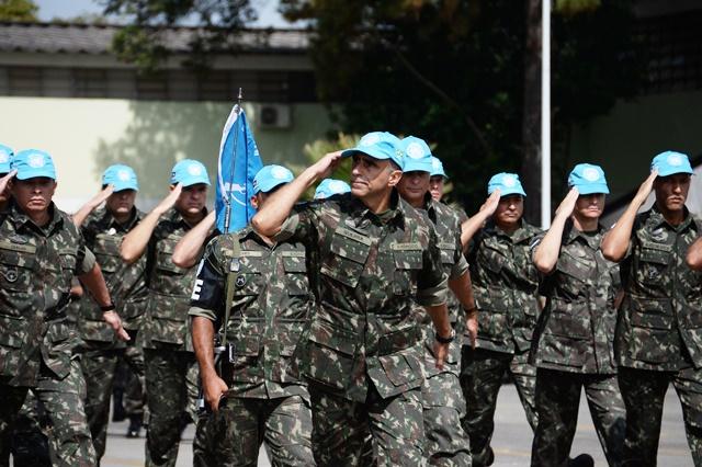 Cerimônia marca despedida de militares que seguem para missão no Haiti