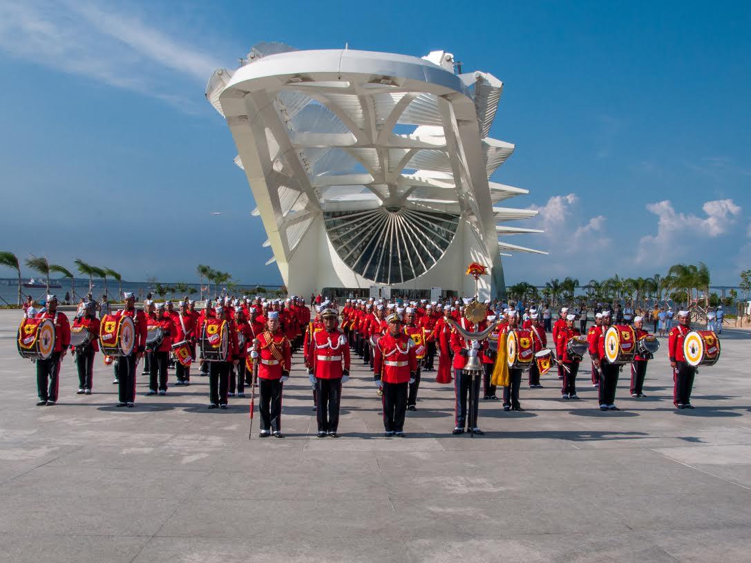 Banda Marcial do Corpo de Fuzileiros Navais realiza apresentação gratuita no Museu do Amanhã