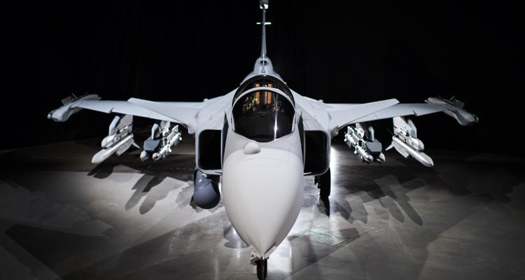 Considerada uma das mais modernas do mundo, chamada de smartfighter (caça inteligente), a aeronave é fruto do programa FX-2