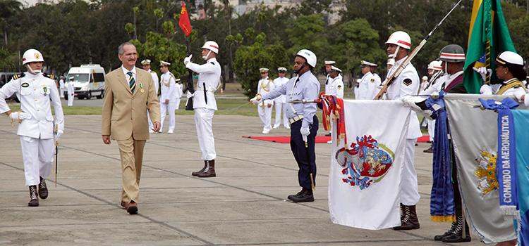 O ministro Aldo Rebelo participou da cerimônia de entrega da Medalha da Vitória, no Aterro do Flamengo, no Rio de Janeiro.