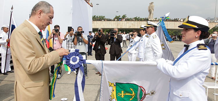 """""""Queremos celebrar a contribuição e a presença da Marinha de Guerra, da Marinha do Brasil e da Marinha Mercante no dia de hoje"""", afirmou o ministro."""