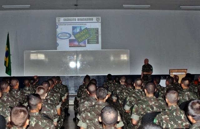Aula inaugural dos alunos do Curso de Formação de Sargentos no 12° GAC