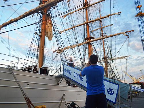 Vinícius e Simone conheceram pela primeira vez um navio da Marinha