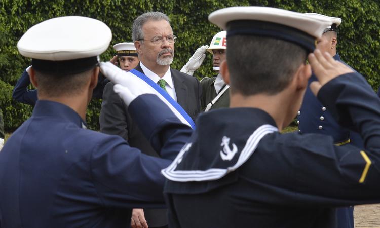 Raul Jungmann assume o cargo de ministro da Defesa