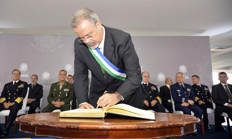 Em cerimônia pela posse, Jungmann defende projetos estratégicos de Defesa