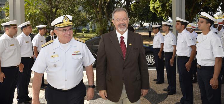 Jungmann visita o Comando da Marinha