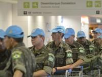 Grupo que irá compor o 24º Contingente do Brabat embarca no Aeroporto Internacional Presidente Juscelino Kubitschek, em Brasília