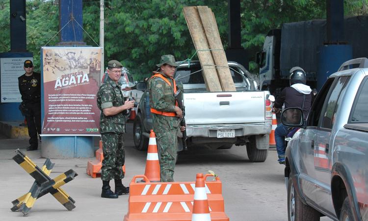 Foram aprendidas 5,7 toneladas de explosivos, 166 armas e munições, 11 toneladas de maconha, 123 kg de cocaína e 122 kg de outras drogas, além de 4,4 mil metros cúbicos de madeira