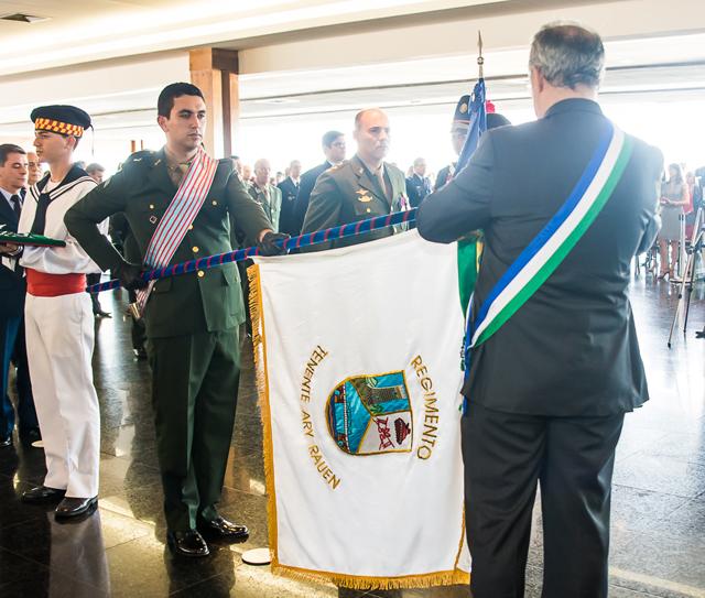Militares do Exército recebem condecoração do Ministério da Defesa