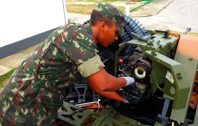 Curso de Operação e Manutenção do Sistema de Armas Não Tripulado UT30-BR