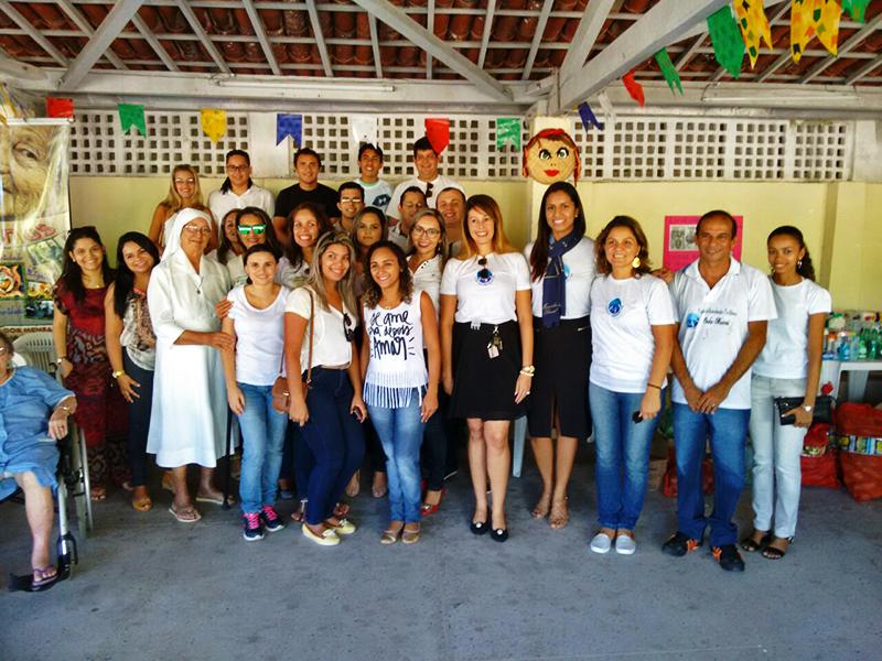 Voluntárias Cisne Branco e alunos do Pro Música participam de ação solidária em lar de idosos