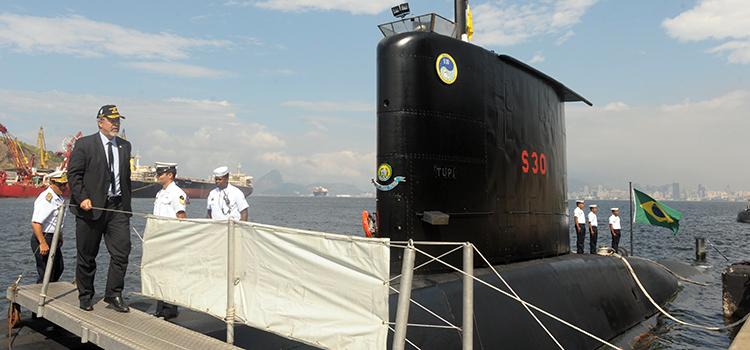 O ministro Jungmann conheceu os meios navais, como o submarino da classe Tupi S-30