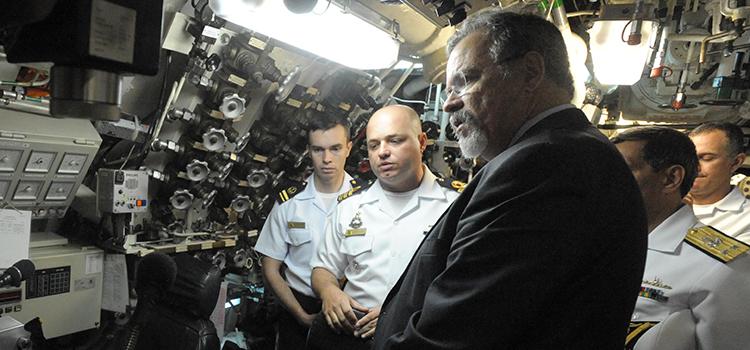Ministro da Defesa visita Comando-em-Chefe da Esquadra