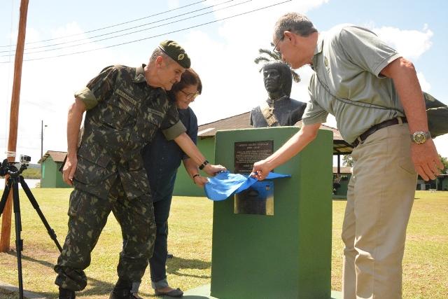 Comandante do Exército visita CIGS e comemora 40 anos como Guerreiro de Selva