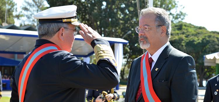 Ministro Jungmann recebeu a comenda da Ordem do Mérito Naval, no grau Grã-Cruz, das mãos do comandante da Marinha, almirante Eduardo Bacellar Leal Ferreira