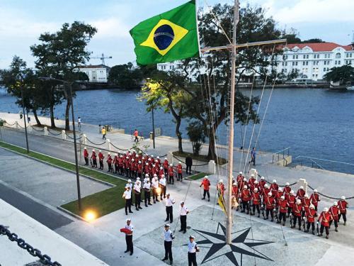 Mastro do Cais da Bandeira é reinaugurado no Rio de Janeiro