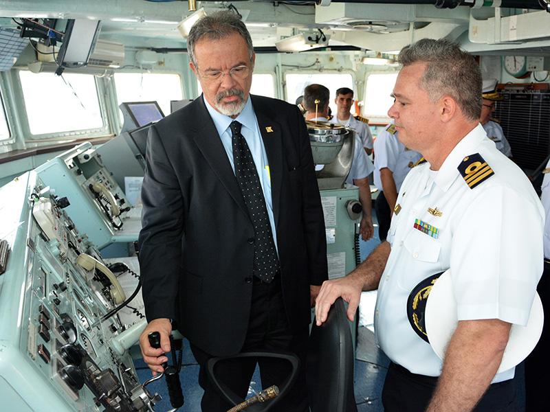Ministro da Defesa visita o Comando-em-Chefe da Esquadra