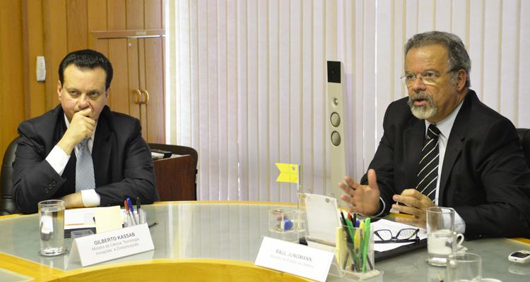 Ministros Jungmann e Kassab discutem projetos de interesse da Defesa