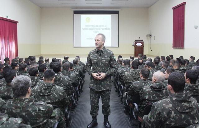 Adjunto de Comando do Comandante do Exército ministra palestra em Santa Maria