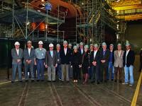 Comitiva da CDRJ na oficina principal de montagem dos submarinos