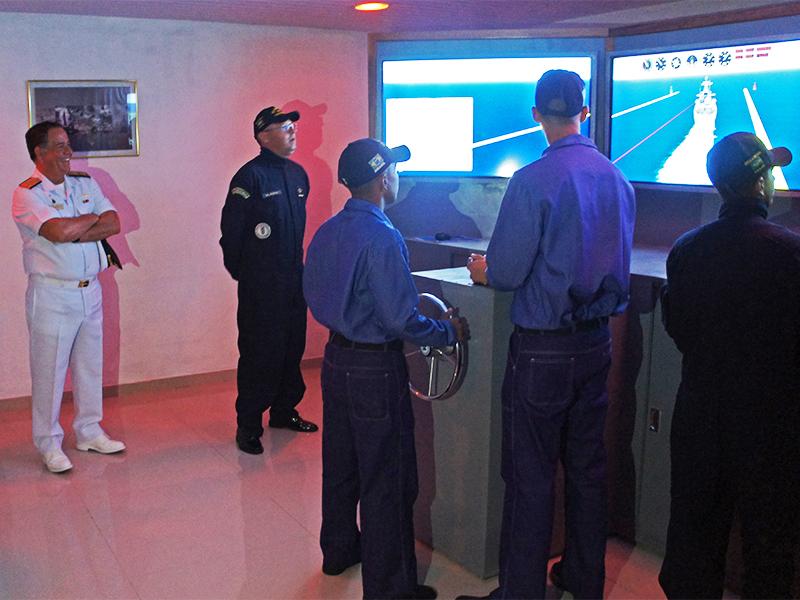 """Manobra de atracação do Navio Escola """"Ceará"""", no Simulador de Aviso de Instrução"""