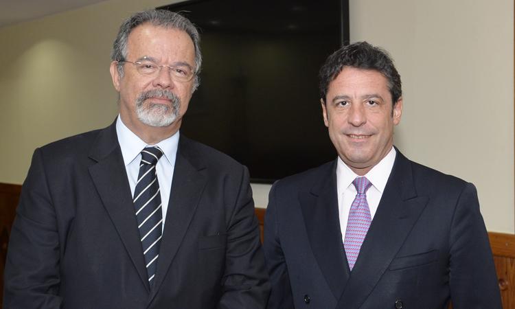 Ministro da Defesa recebe embaixador da Argentina no Brasil