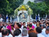 Marinheiros conduziram o carro andor da Igreja da Candelária até a Catedral de São Sebastião, no Rio de Janeiro