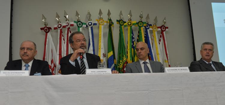 Participaram do Seminário, o ministro do Gabinete de Segurança Institucional, general Sergio Etchegoyen, o ministro da Defesa Raul Jungmann, o ministro da Justiça, Alexandre Moraes e o governador do Distrito Federal, Rodrigo Rollemberg
