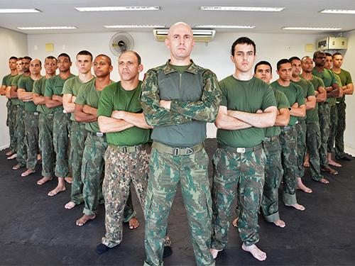 1ª Turma do Curso de Defesa Pessoal Militar para homens na BNRJ