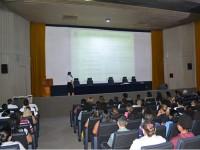 Crianças participantes do Programa e seus respectivos responsáveis durante palestra no auditório do CIAGA