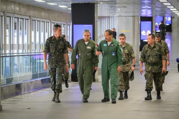 Comandante do COMGAR inspeciona postos de segurança da FAB no Rio