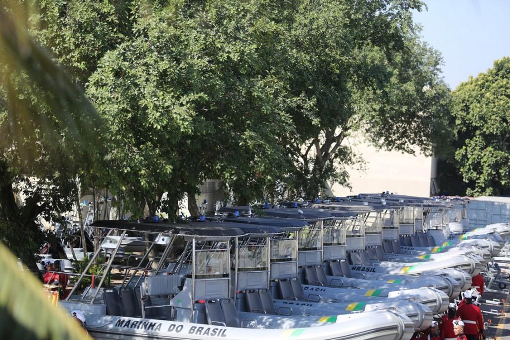 Noventa embarcações servirão de apoio para provas de vela, remo, canoagem, natação do triatlo e maratona aquática. Após os Jogos, ficarão para a Marinha.