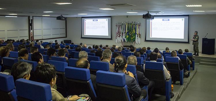 Embaixadores, adidos militares e representantes de órgãos públicos puderam conhecer as atividades do Eixo Defesa na prevenção ao Terrorismo