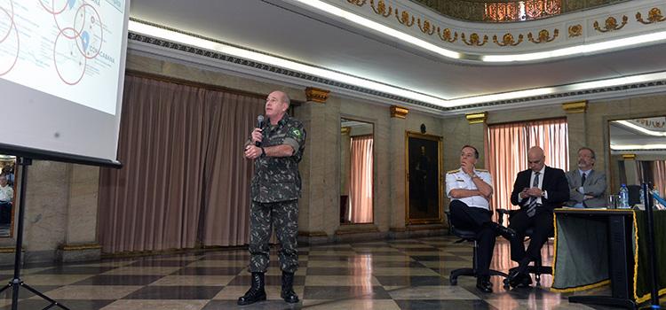 O coordenador de Defesa de Área do Rio de Janeiro, general Fernando Azevedo, falou sobre a ampliação da atuação das Forças Armadas