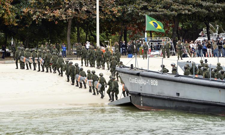 Rio 2016: Fuzileiros navais simulam desembarque no Aterro do Flamengo
