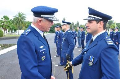 Militares e civis recebem Medalha Mérito Santos Dumont