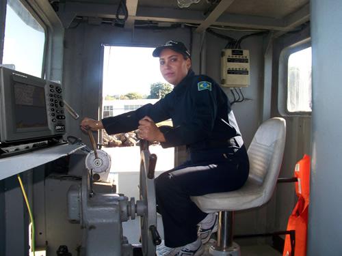 Militar do sexo feminino é qualificada a patroar embarcações