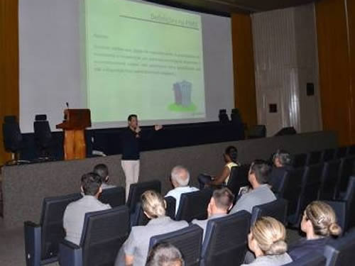 Militares do CIAGA assistem palestra sobre reciclagem de resíduos
