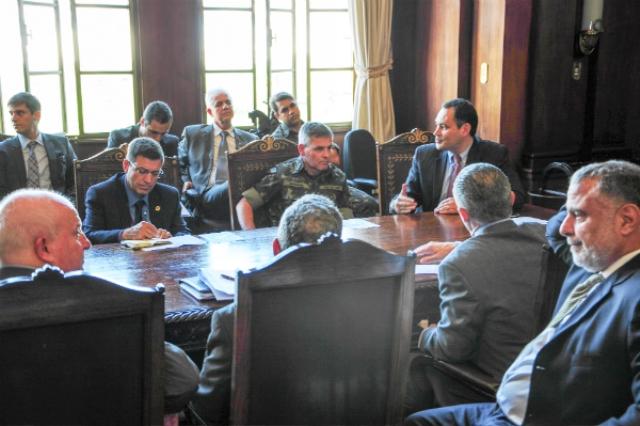 Ministros do Esporte e do Gabinete de Segurança Institucional visitam o CDS Maracanã e CML