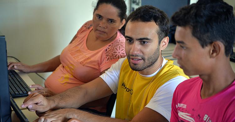Cada município receberá duas instituições com dez integrantes cada, sendo dois professores e oito alunos por equipe