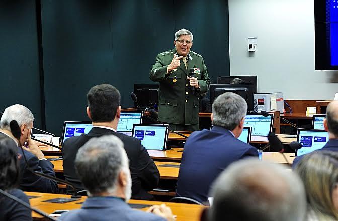 Regulamento de Fiscalização de Produtos Controlados  do Exército é discutido na Câmara dos Deputados