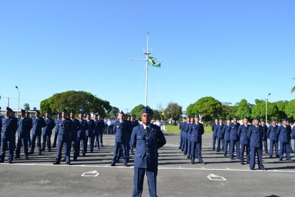 Cinco organizações militares da FAB formam 422 soldados