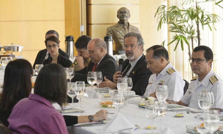Em encontro com imprensa internacional, Raul Jungmann fala sobre atuação integrada na área de segurança durante as Olimpíadas
