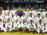 Atletas da Seleção Brasileira posam com os quimonos dos Jogos Olímpicos Rio 2016.